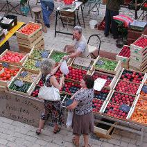 What better way is there to discover Lot-et-Garonne's delicious produce than by wandering around our markets ?